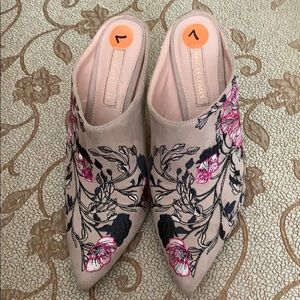 Shoes - Beautiful embroidered shoes